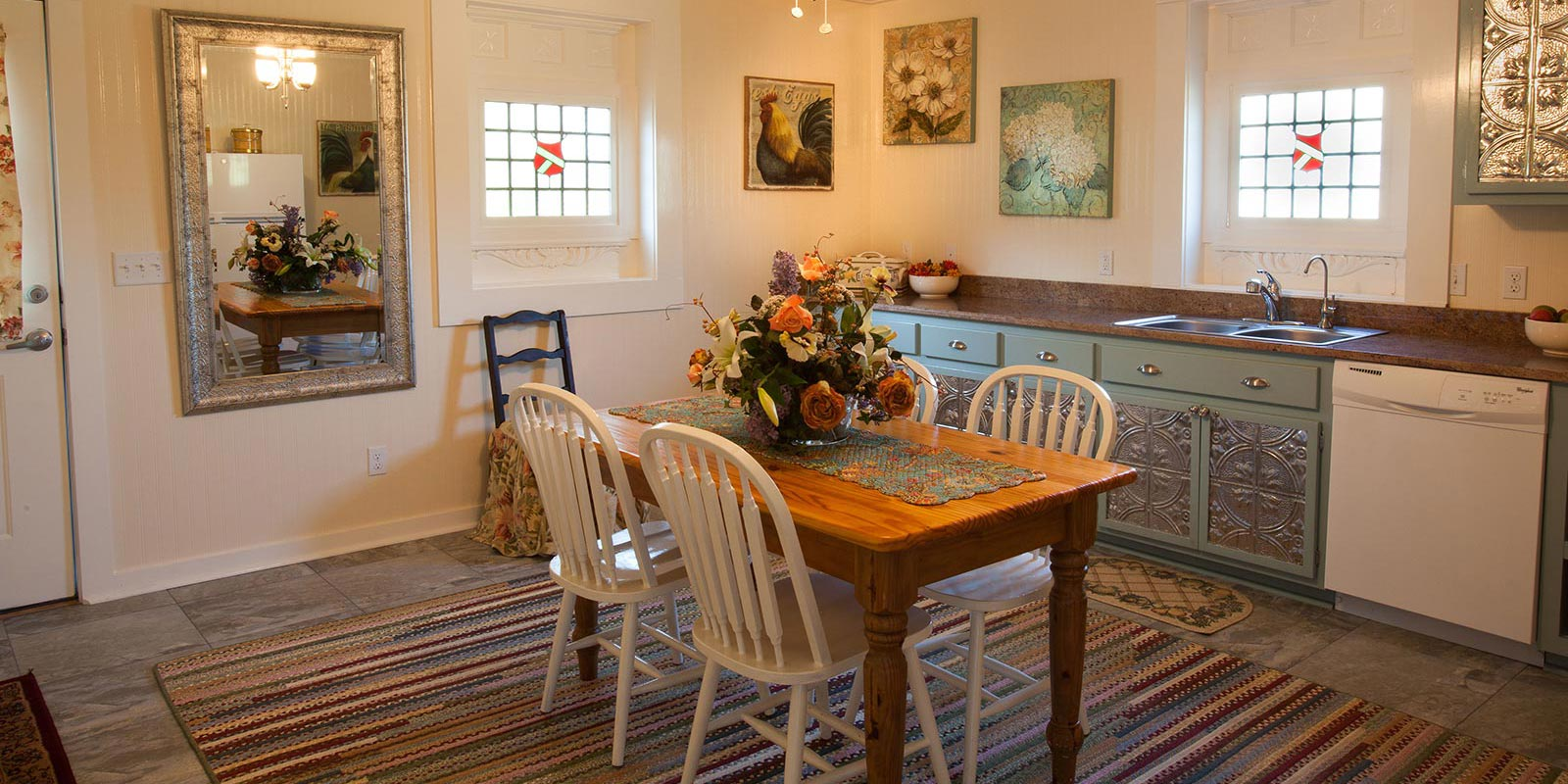 suites property bed in fredericksburg and fbg breakfast bakery lodging bb b